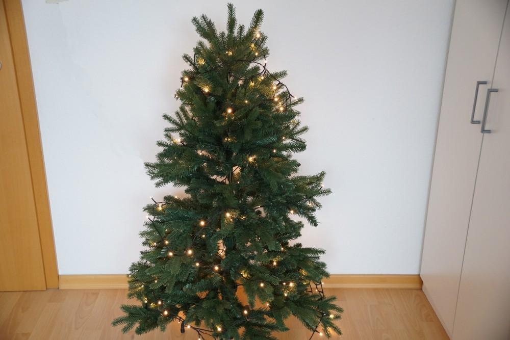 Echte Tannenbaum Kaufen.Künstlicher Weihnachtsbaum Oder Echten Vor Und Nachteile